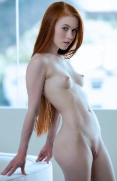 Amazing young redhead by laurbe