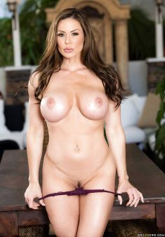 Busty brunette Kendra Lust shows her big boobs