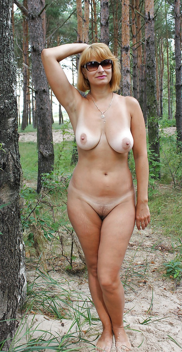 Amateur Mature With Big Natural Tits In The Forest -5587