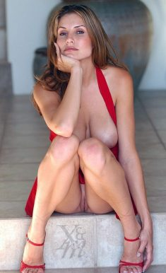 Hot milf shows nice pussy