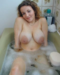 Busty amateur woman in the bath