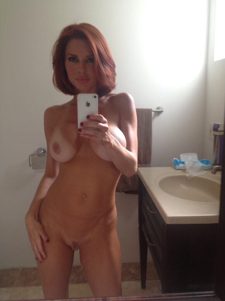 sexy naked mom self pic