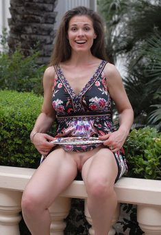 MILF shows outdoors nice pussy