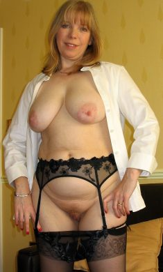 Chuby woman with big tits in black lingerie