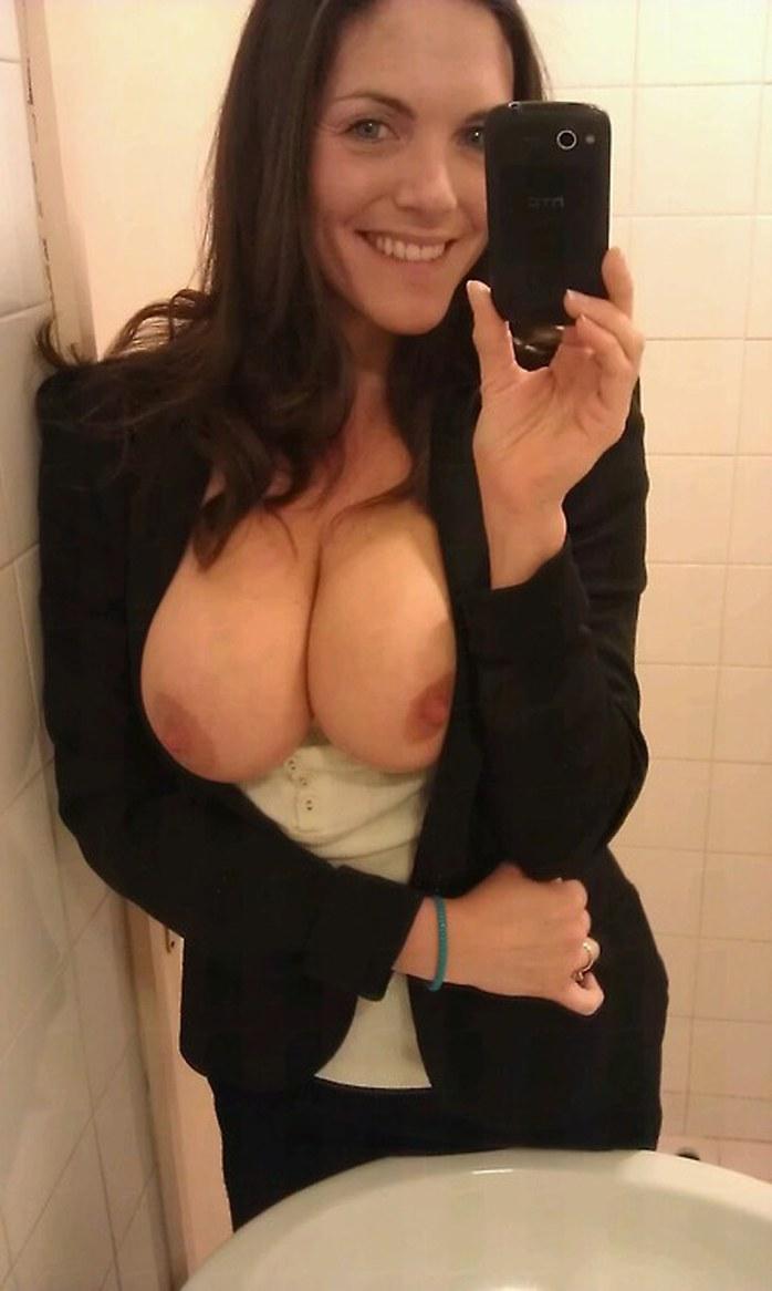 Milf shows big boobs