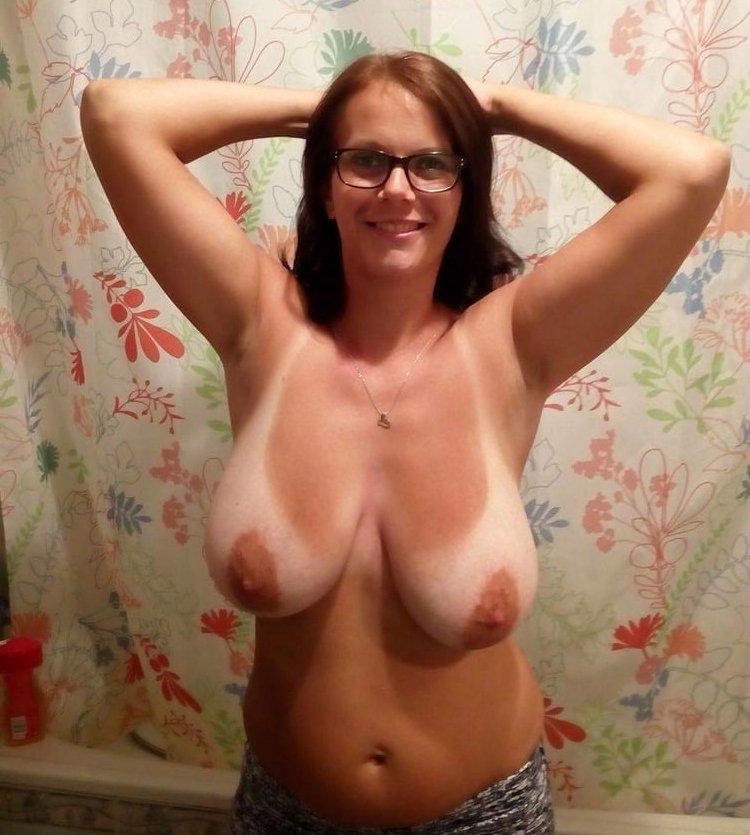 Busty amateur MILF shows big breasts
