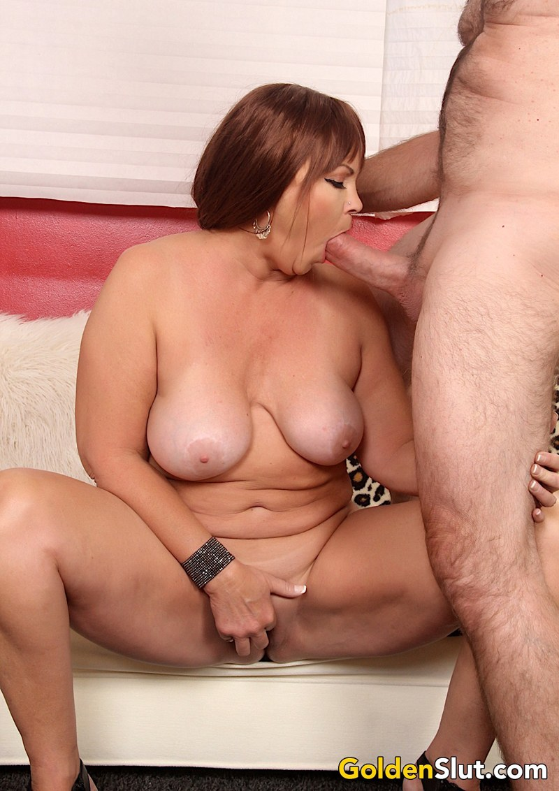 Sexy mature woman Isabelle Love gets naked and suck a dick