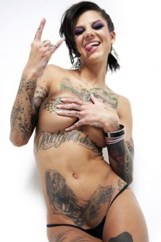 Tattooed brunette with big tits Bonnie Rotten