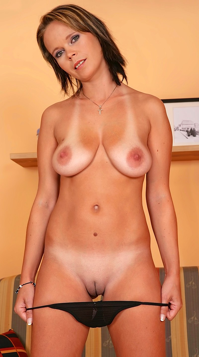 tits Milf tan lines with saggy