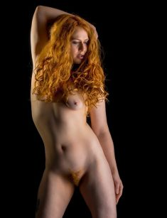 Sexy redhead shows naked body