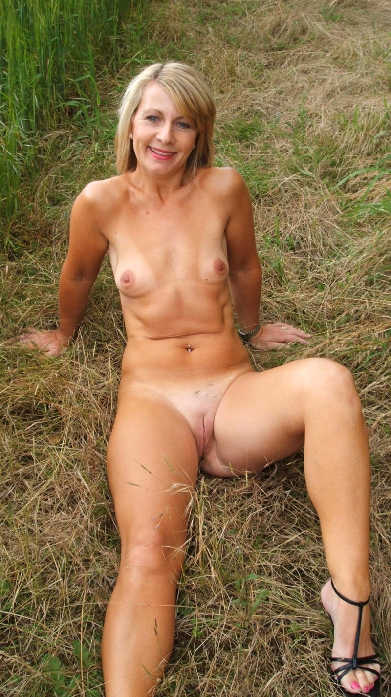 Naked milf photo