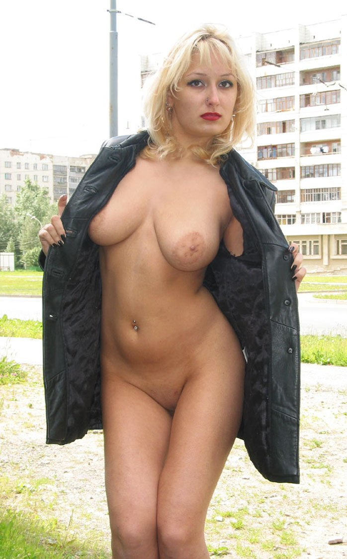 Busty blonde shows her sexy body in public