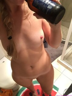 OMG-Teens |   Skinny fitness teen naked selfie