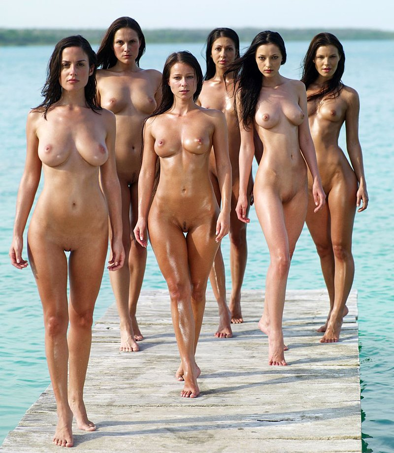Multiple girls naked topic