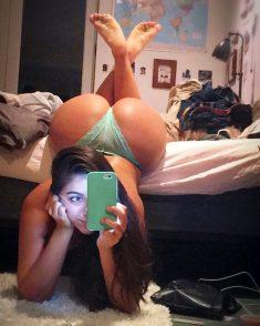Nice big butt on selfie
