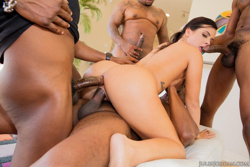 Keisha Grey in an interracial gagbang