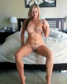 What a hot body on this MILF babe!
