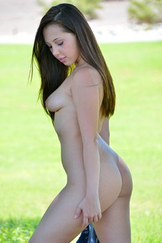 Young brunette Jenna shows a beautiful naked body outside