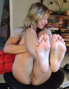 College pussy and feet, Hot sophomore shows her pussy and feet