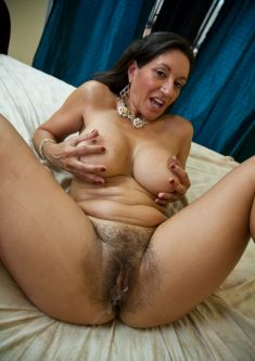 Hairy grandma got ejaculated on!