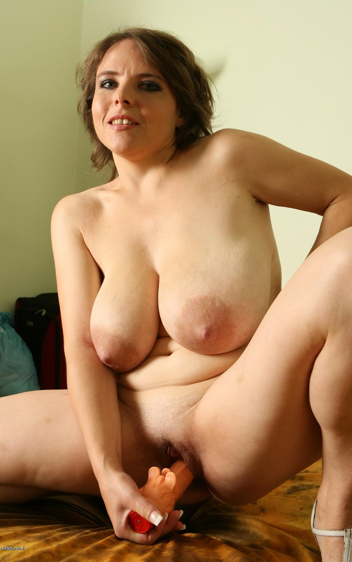 Big titted housewife playing with herself - Image 1