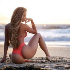 """Amanda Lee proves """"fit"""" is the new """"skinny"""""""