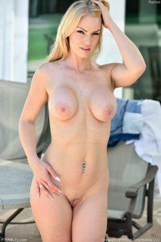 Busty MILF Rachel Cavalli has nice pussy