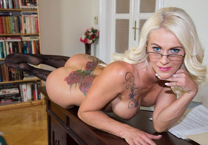 Dyana Hot – really hot blonde milf