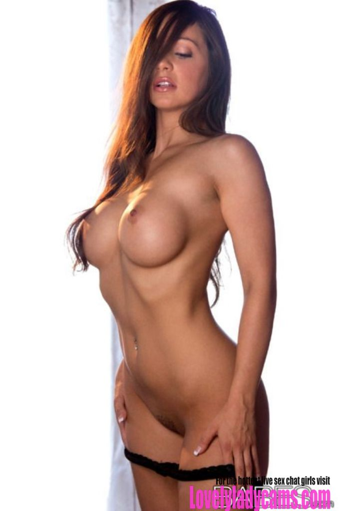 Incredibly sexy brunette with a very fine set of tits