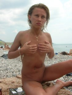 Blonde short haired naked babe on the beach