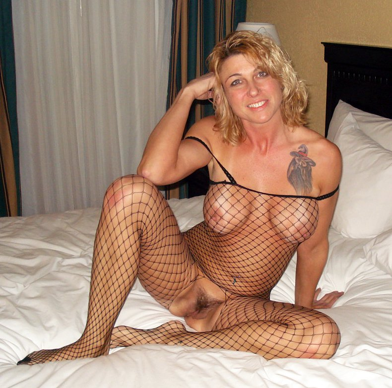 Mature blonde amateur bush