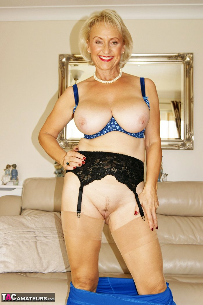 Busty mature shows nice naked pussy