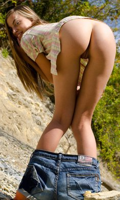 Young slim girl Sofy shows outdoors her nice pussy
