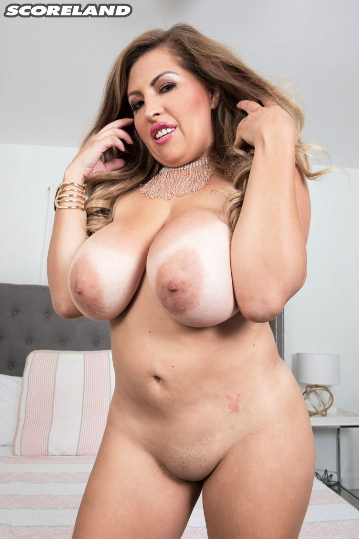 Alessandra Miller pops out her massive Jugs