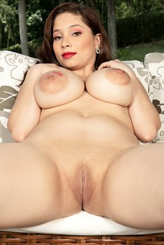 Kim Velez shows her big nipples and shaved pussy