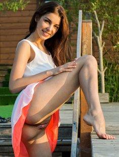 Naughty brunette Evita Lima