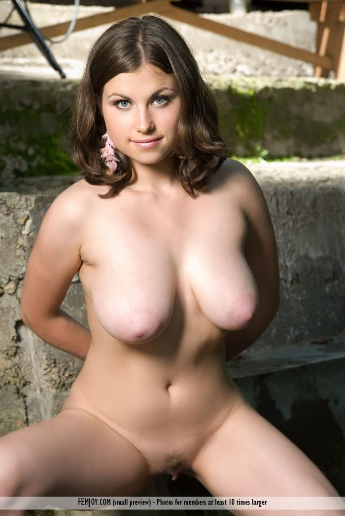 sexy-model-with-big-boobs-paloma-bends-naked-by-the-river-03 ...