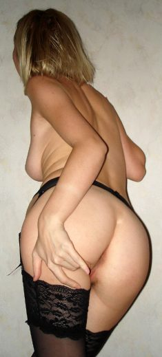 Amateur women and girls show their sexy butts – Part 2