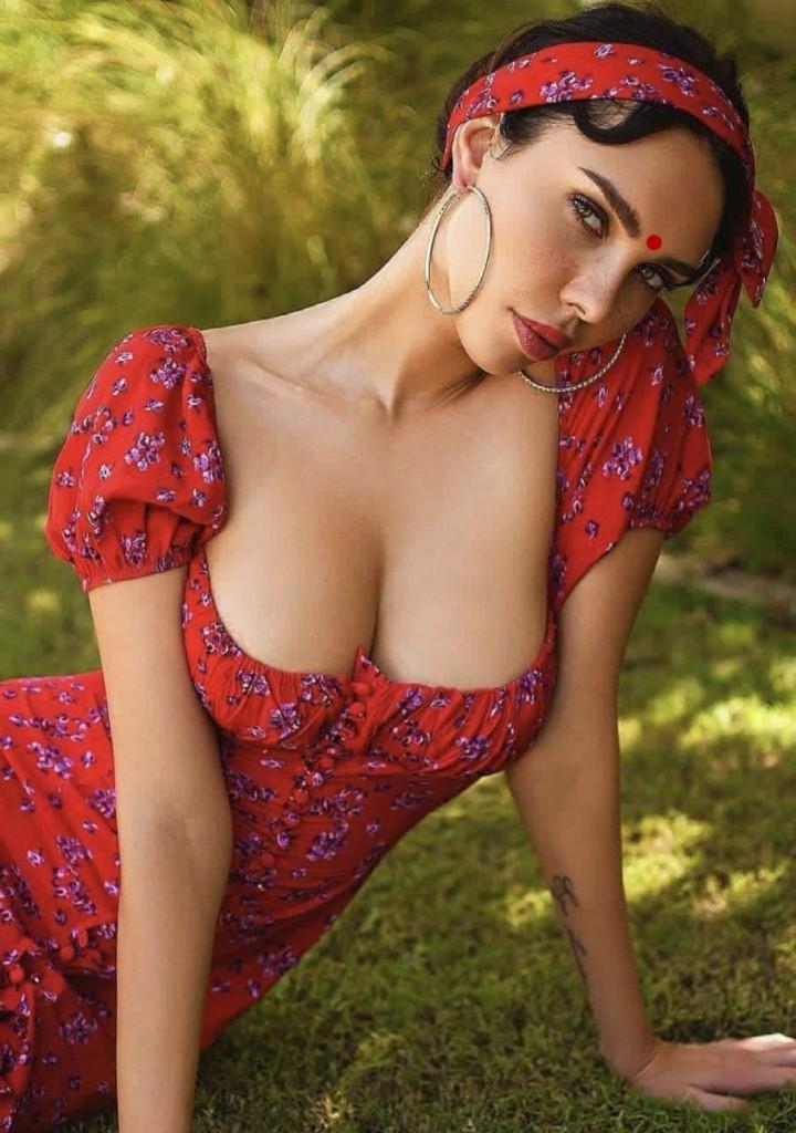 Mumbai Hot Model JENNY works With Royal Model Agency Mumbai