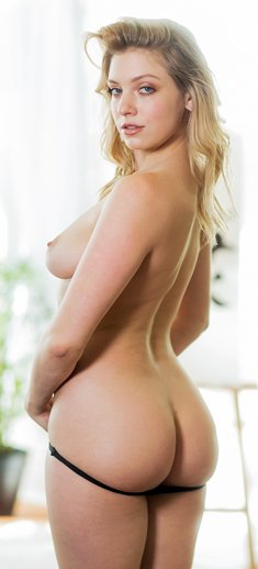 Giselle Palmer removes her clothing to pose nude at the art class