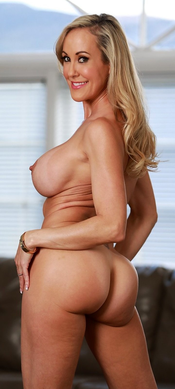 Busty mom Brandi Love exposing the incredible curves of her body