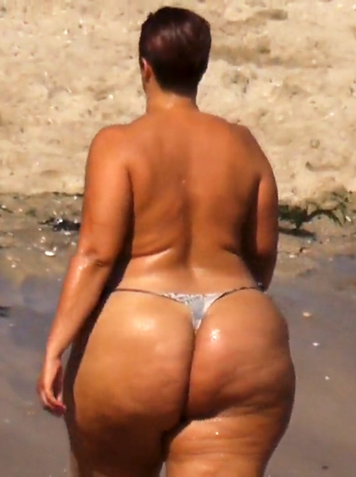 Extreme big ass topless sunbathing string
