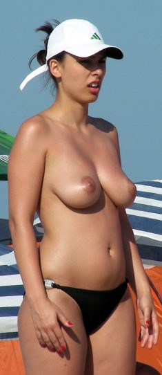 Naked amateur women and girls on the beach