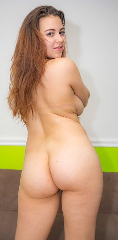 Busty girl with long hair Rachel Lancaster expose a hot round ass