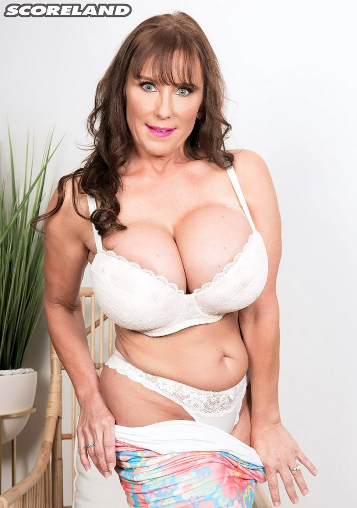 Busty MILF to high heels Shelby Gibson unleashes her big round boobs