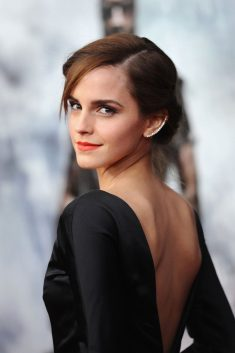 Emma Watson wore a beautiful orange lip on the red carpet
