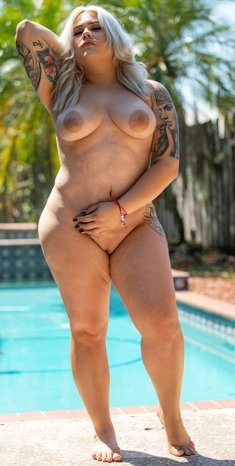 Tattooed BBW Blondie Franklin has one of the most unique bodies