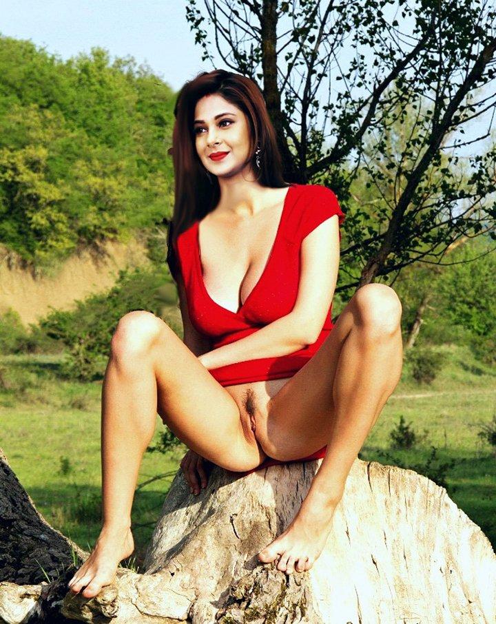 Indian TV actress Jennifer Winget nude posing at outdoor