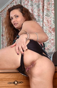 Milf Cecelia Hart shows her hairy pussy
