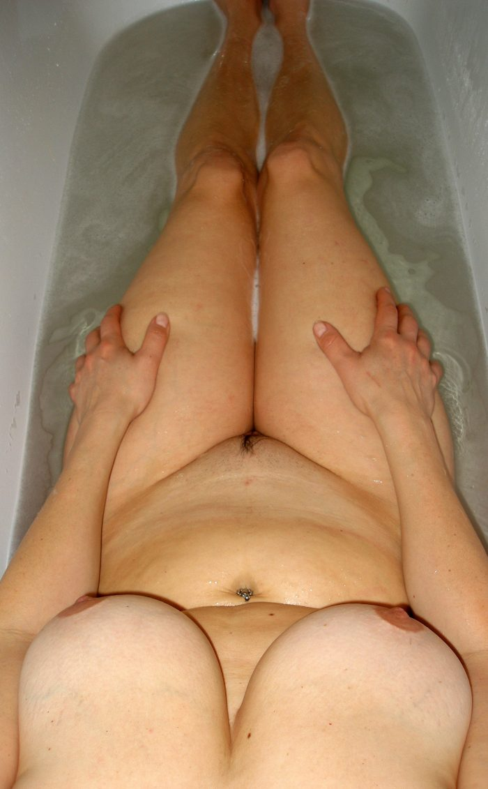 Amateur woman with big tits in the bathtub
